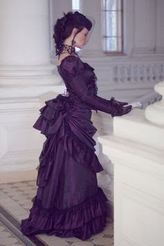 Steampunk busle dresses are popular based on Victorian era bustle skirts and dresses