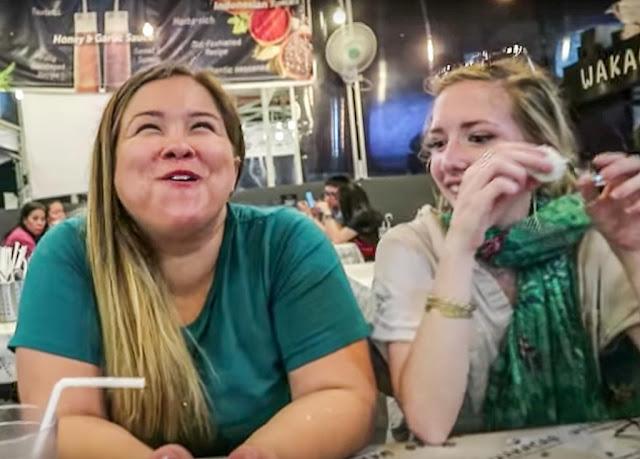 Ekspresi Bule Amerika Cobain Makanan Indonesia