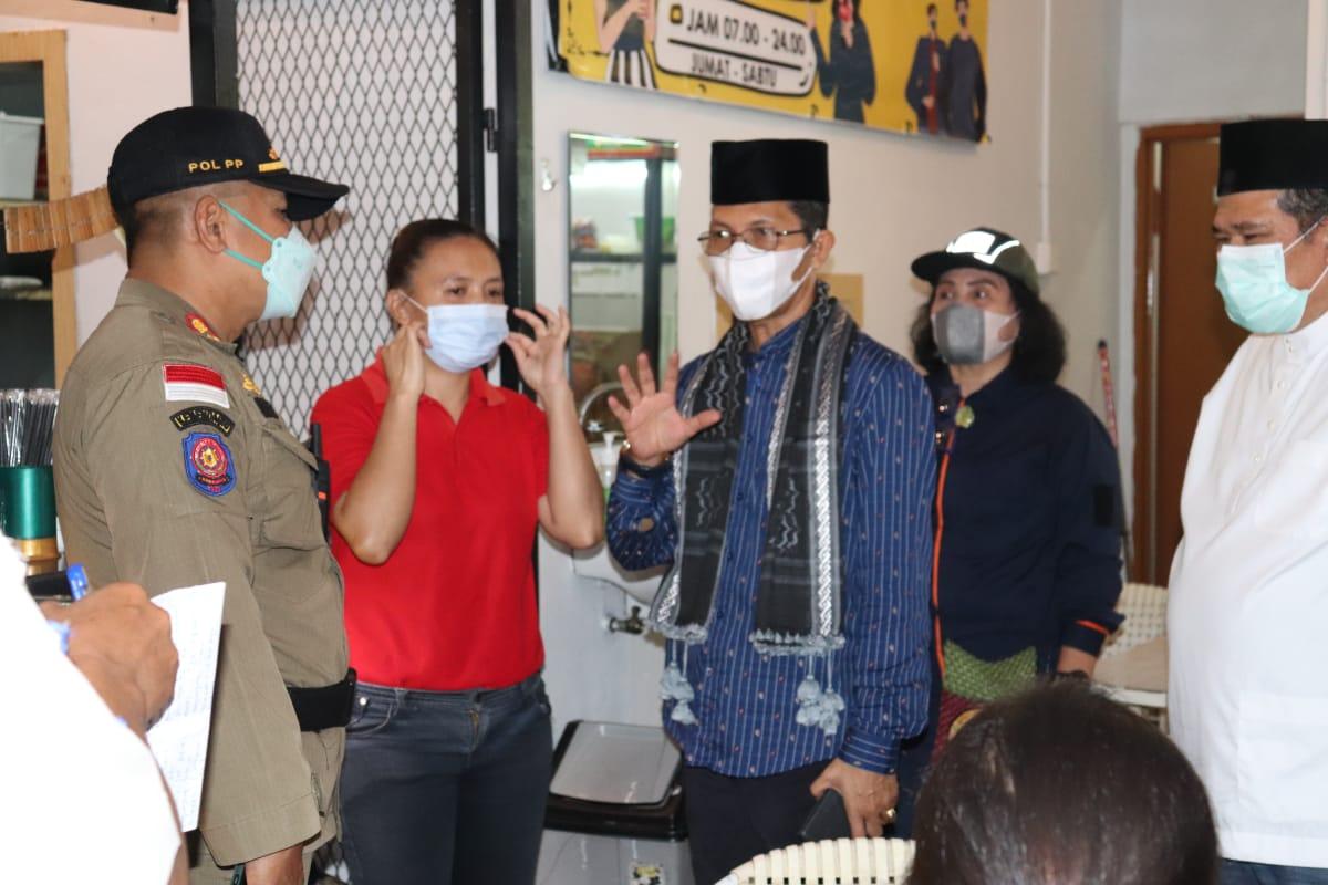 Ikuti Aktifitas Tim Terpadu, Amsakar Masih Menemukan Pelaku Usaha Rumah Makan dan Kafe di Pujasera Sekupang Lalai Terapkan  Prokes