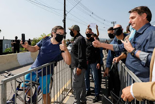 Bolsonaro fica sem máscara  no litoral de SP contrariando Lei estadual