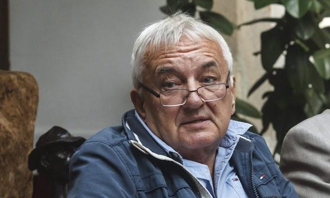 Asztalokat borogatott és rugdosódott az előválasztási sátornál Havas Henrik fia, a rendőrök garázdasággal gyanúsítják