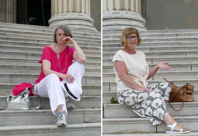 Sunny und Sabine auf den Stufen zur korinthischen staatlichen Antikensammlung