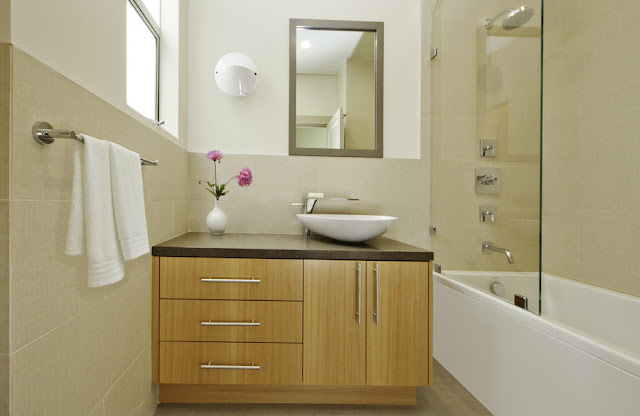 Bathroom cabinet with round tub