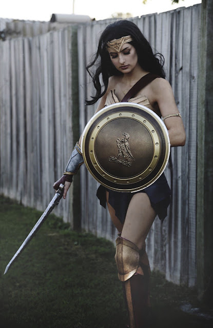 A Real Wonder Woman Spent 50 Hours Making This Costume From A Cheap Yoga Mat And Duct Tape, And The Result Will Amaze You