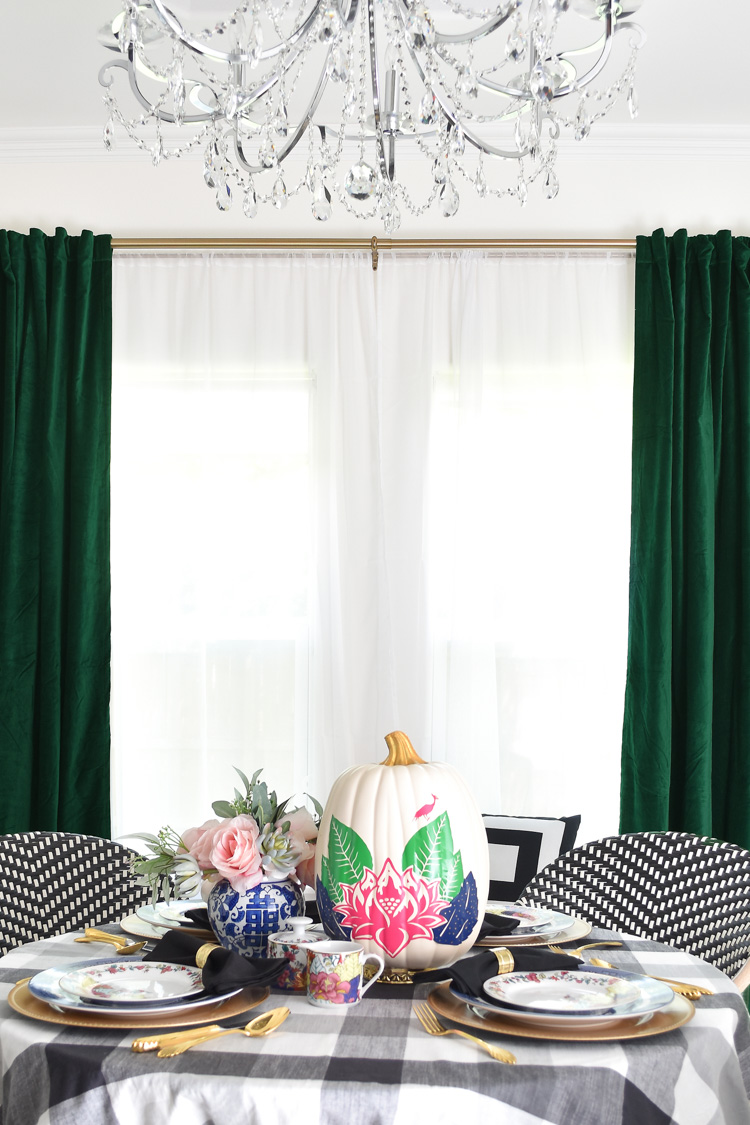 A small dining space goes bold with kelly green velvet curtains and a chic tobacco leaf and chinoiserie tablescape.