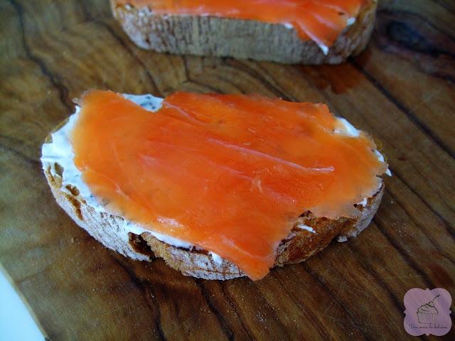 Toasts au saumon et au fromage