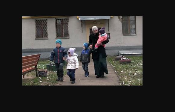 Mengerikan, Sungguh Keji Wanita ini Disekap Selama 6 Tahun Sampai punya 4 Anak
