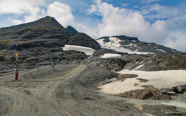 Glarus Thrust fault Switzerland Swiss Alps geology travel hiking mountains copyright RocDocTravel.com