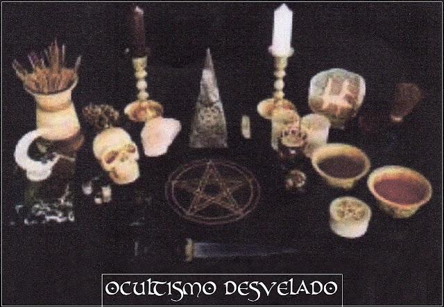 Altar para rituais de bruxaria.