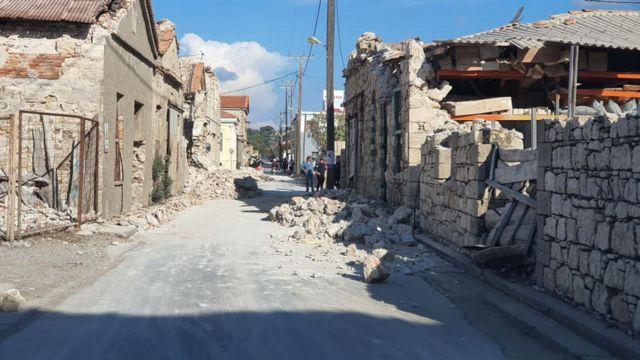 Σάμος: Κατεδαφίστηκε το κτίριο που κόστισε τη ζωή στα δύο ανήλικα παιδιά