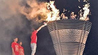 والد ضحية موجات تسونامي يحمل شعلة أولمبياد طوكيو