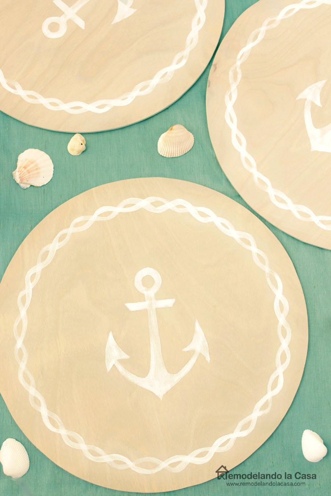 placemats with anchor and rope design