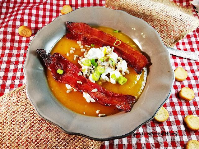 Soupe gourmande à la courge butternut, chèvre frais, bacon et graines de tournesol - Dans la cuisine d'Hilary