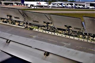 اجزاء الجناح في الطائرة