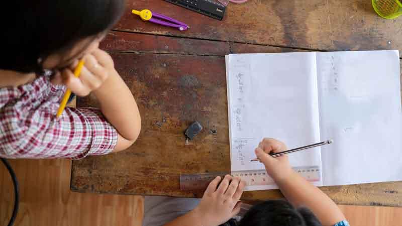 6 Cara Belajar di Rumah yang Salah Ini Sering Dilakukan Anak, Carilah Solusinya di Sini