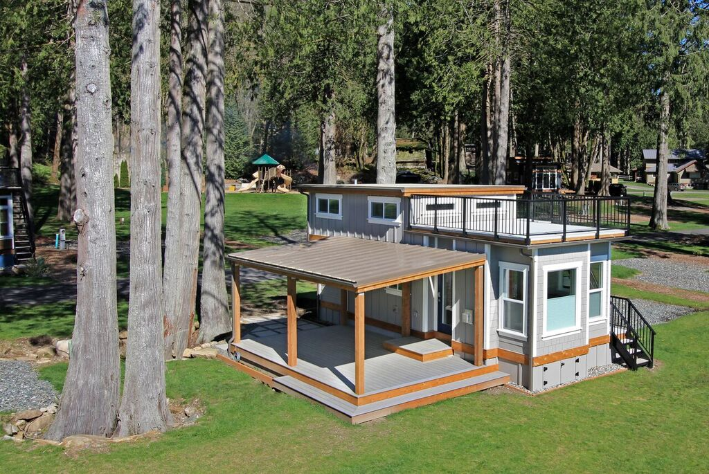 tiny house town the bellevue at wildwood lakefront cottage. Black Bedroom Furniture Sets. Home Design Ideas