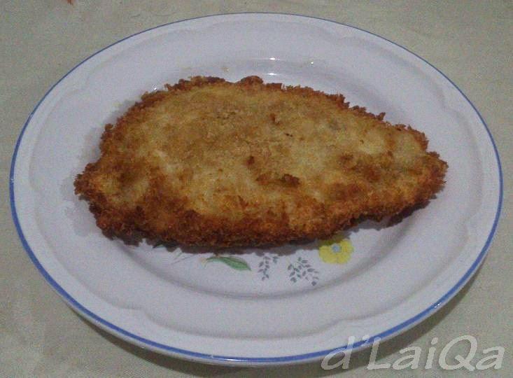 Chicken Cordon Blue yang telah digoreng