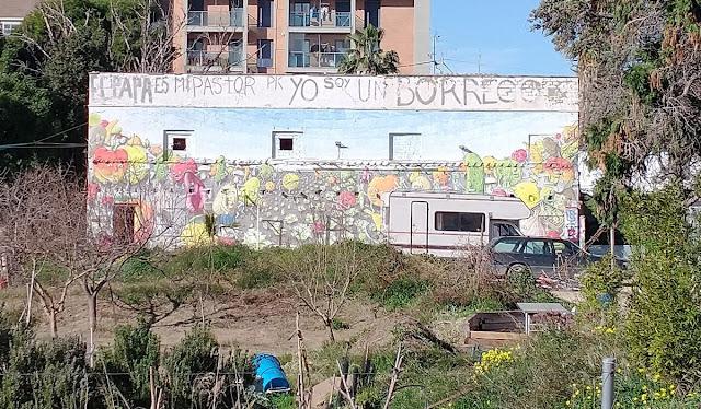 En Benimaclet sigue las mismas pautas que en otras ciudades y pueblos de la Comunidad Valenciana: Masías, casas y tierras ocupadas, chabolas construidas en solares.