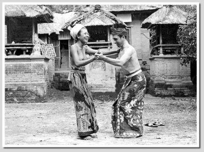 Masarakat Bali dengan Turis thn 1930