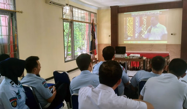 Petugas Lapas Klas II B Lumajang mengikuti telekonferensi