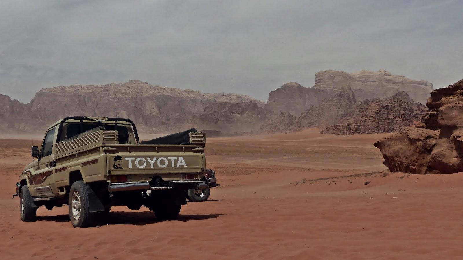 samochody terenowe Wadi Rum