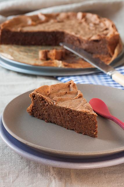 Čokoladni bezglutenski kolač sa heljdom i bademima