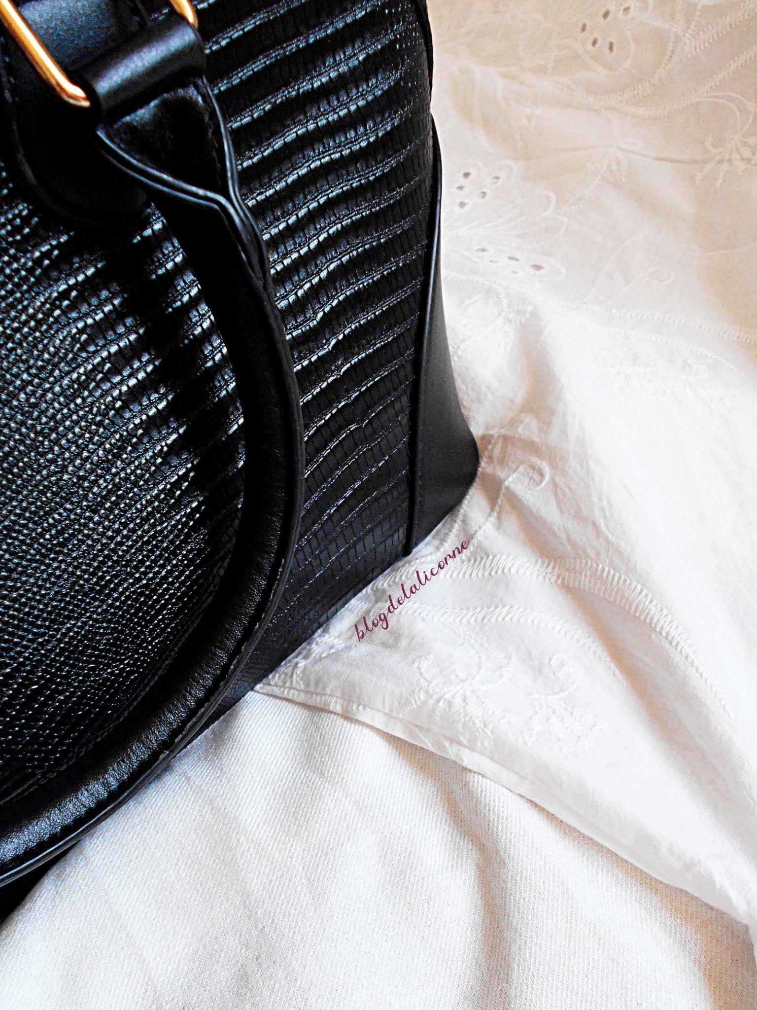Bonprix čierna kabelka so vzorom krokodílej kože