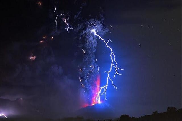 Gunung Anak Krakatau Naik Level Jadi Siaga, Masyarakat Diminta Menjauh