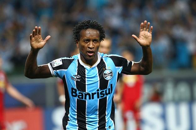 Zé Roberto encontra na última semana um exemplo claro de sua temporada  exitosa no Grêmio. São dias de conquistas os vividos pelo camisa 10. ece6f2372763b