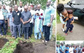Man Bury his  two Kids amidst tears, Wife still in Mortuary- see what happened