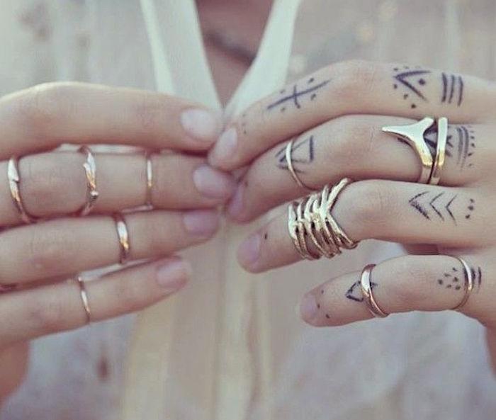 main-tatouage féminin-3