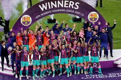 سيدات برشلونة يتوجن بلقب دوري أبطال أوروبا للمرة الأولى برباعية في تشيلسي