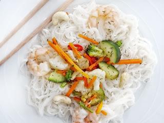 {Nouvel an chinois} : nouilles de riz, petits légumes et ses crevettes sautées aux noix de cajou