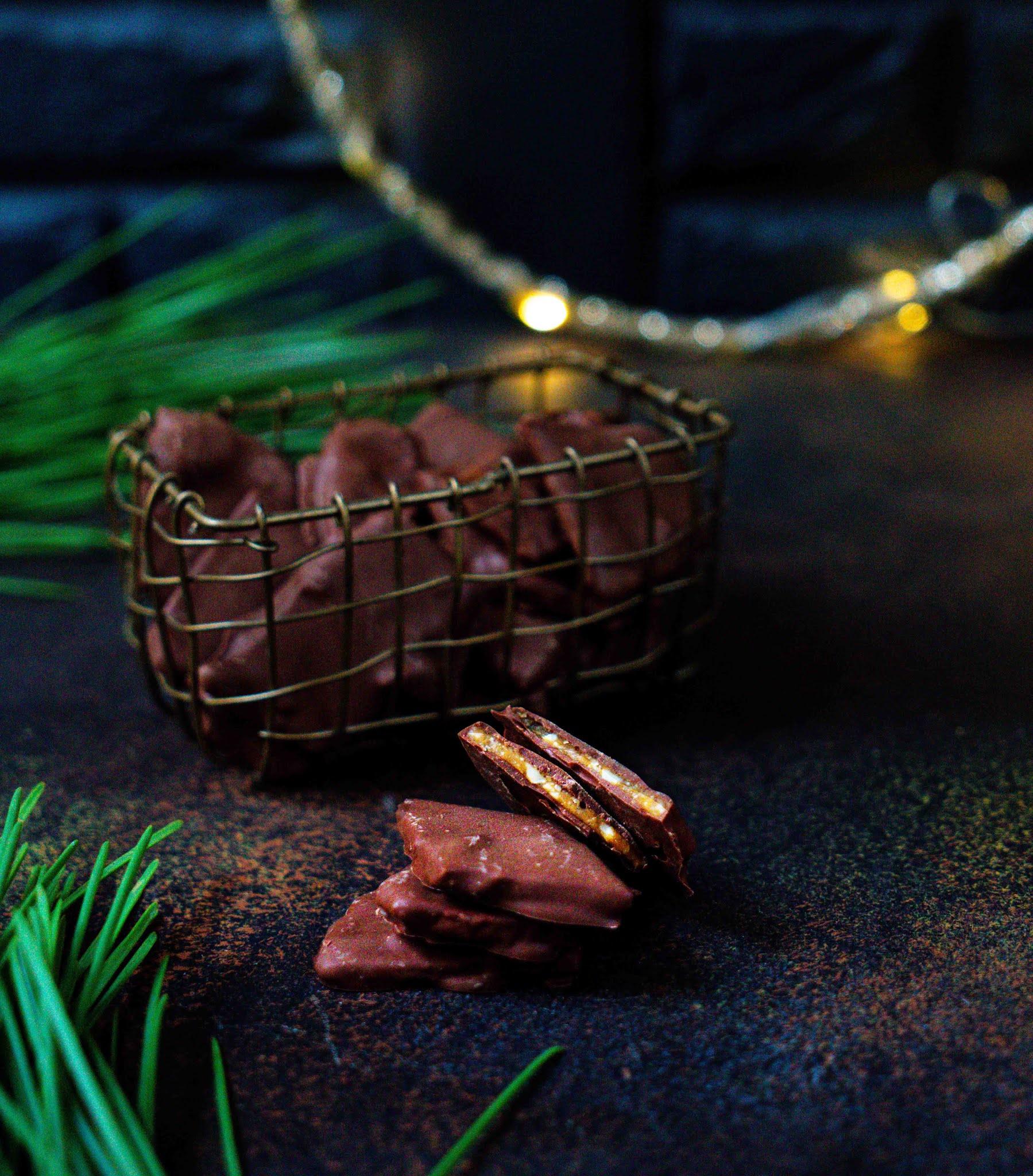 daims , caramel aux amandes , chocolat