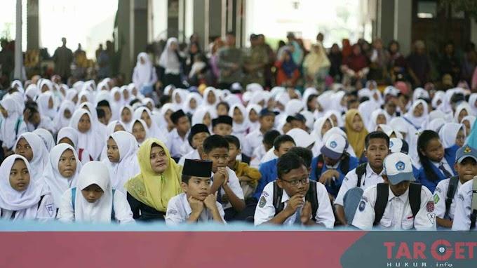 Bupati Haryanto Minta Orangtua Bijak Dalam Penggunaan Dana Beasiswa