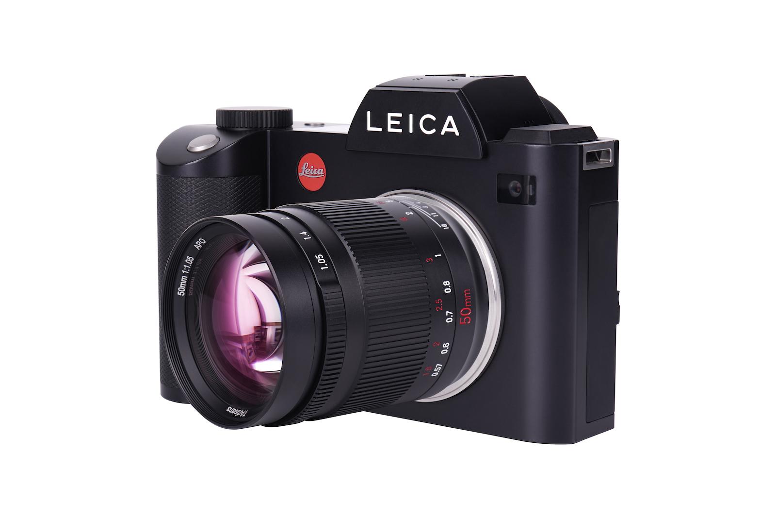 7Artisans 50mm f/1.05 с камерой Leica
