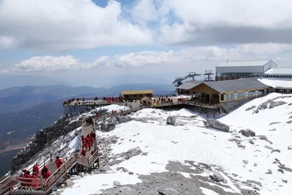 ภูเขาหิมะมังกรหยก (Jade Dragon Snow Mountain: อวี้หลงซาน: 玉龙雪山) @ www.visitourchina.com