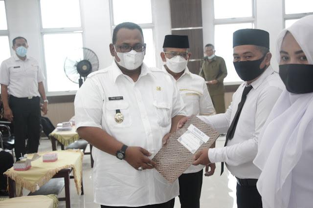 Wabup Fauzi Yusuf Serahkan SK 78 Penyuluh Pertanian Formasi PPPK