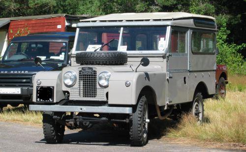 Land Rover Seri Pertama