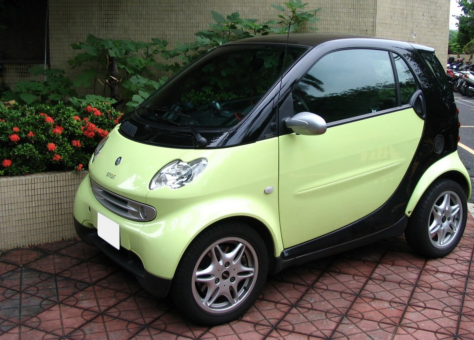 World Car Wallpapers: Smart Car Canada
