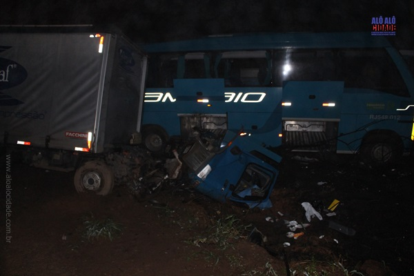 Acidente entre ônibus e caminhão mata motorista na BR-267 em Cambuquira-MG - Foto: Alô Alô Cidade