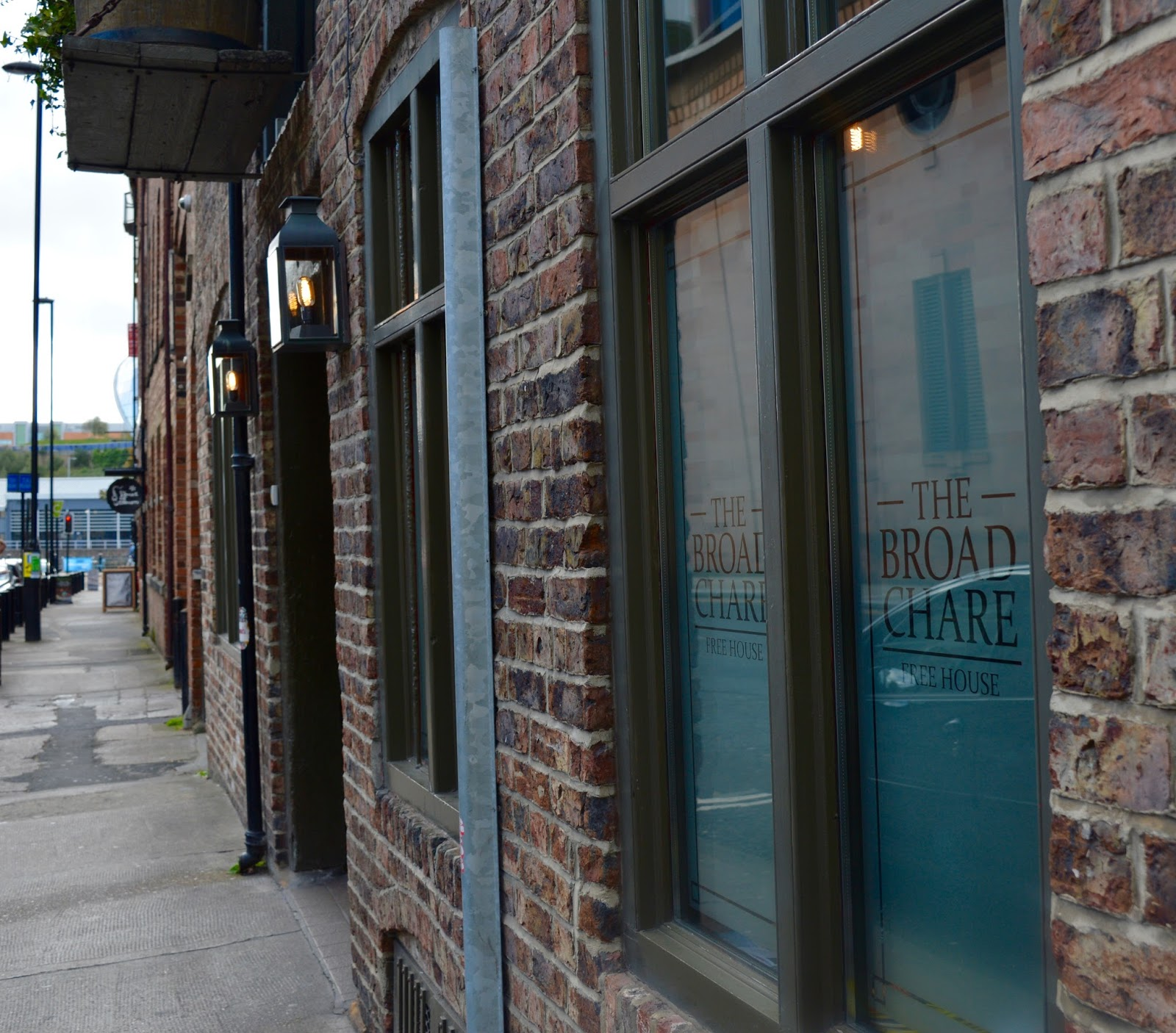 Sunday Lunch at The Broad Chare Pub, Newcastle Quayside | A Review - exterior shot