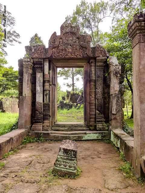 Banteay Srei, pabellón perpendicular sur - Angkor, Camboya por El Guisante Verde Project
