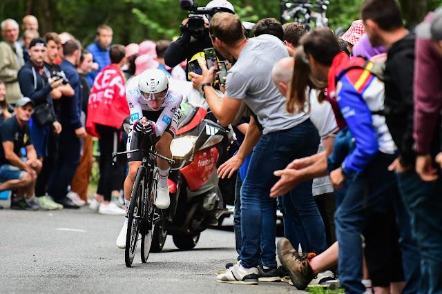 Tadej Pogacar vence segunda prova consecutiva de contrarrelógio no Tour de France