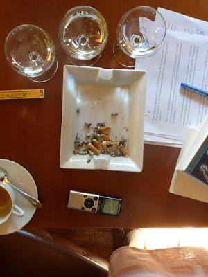 Vogelperspektive auf den Tisch