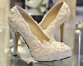 Sepatu Yang Cocok Untuk Kebaya Wisuda Dan Pernikahan