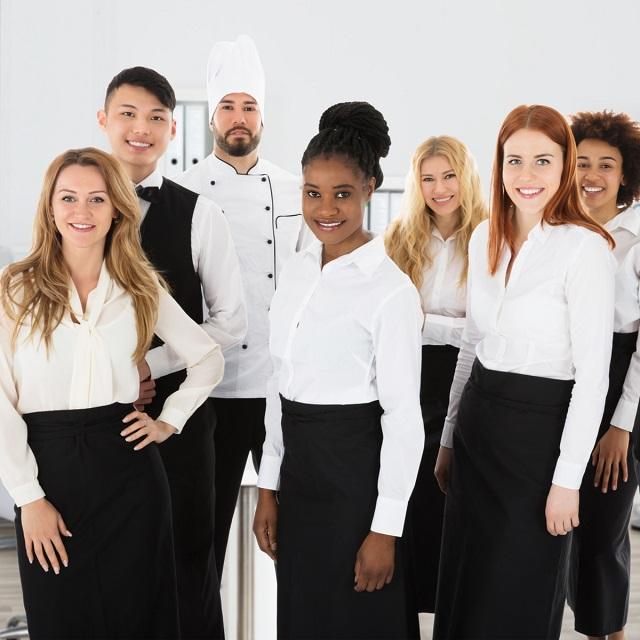 Đồng phục đơn giản cho nhân viên tạp vụ