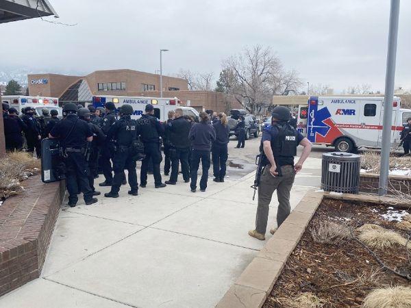 Firing in America: - Gunmen opened indiscriminately in Colorado's super market, killing 10 people, including police officer; Suspect in custody