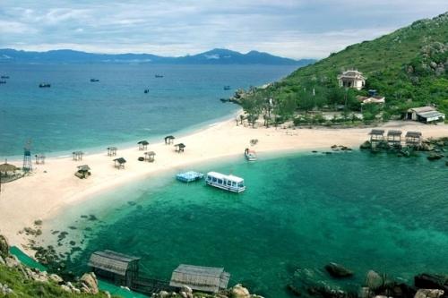 Bãi tắm tuyệt đẹp như thiên đường ở Nha Trang