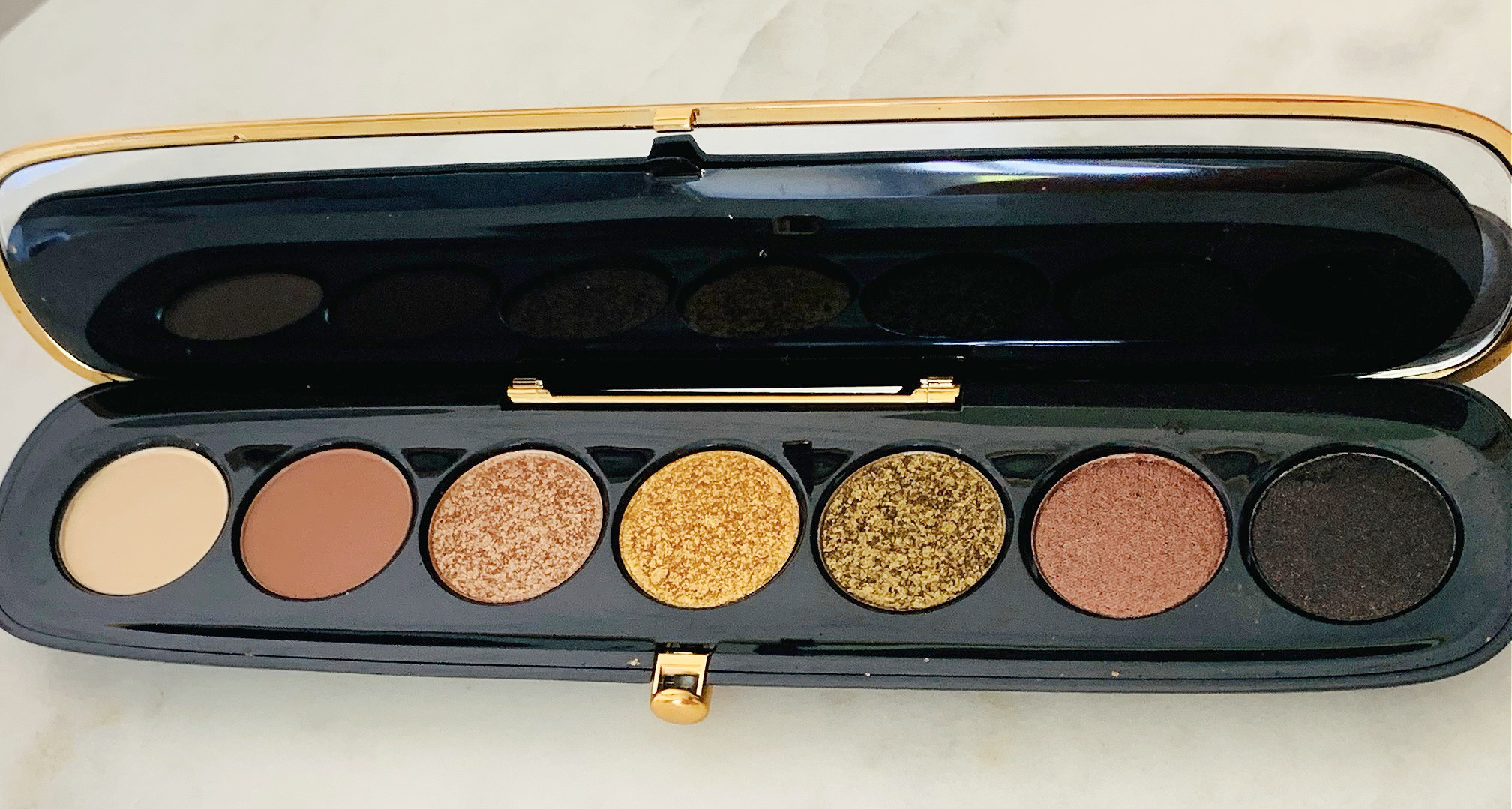 Marc Jacobs Eye-Conic Multi-Finish Eyeshadow Palette in Extravagance! Limited Gold Edition Review & Swatches